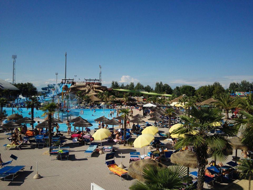 Il parco acquatico Aquafollie Waterpark a Caorle vicino Venezia in Veneto
